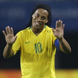 Chega de um Ronaldinho razóável. Simpatia,carisma e fama não ganha jogo.