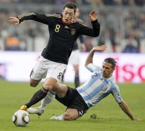 Com apenas 24 anos, Özil é o maior talento do futebol alemão e joga no Real Madri.