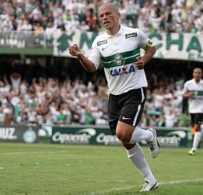 Alex adicionaria mais talento e brilho ao meio-de-campo do Brasil.