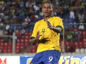 Bem magrinho, Walter brilhou na seleção sub-20, foi artilheiro e campeão Sul-Americano.